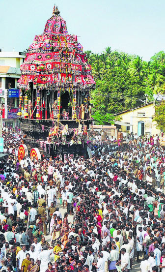 Thousands of devotees pulling the temple car on the 10th day of Masi festival
