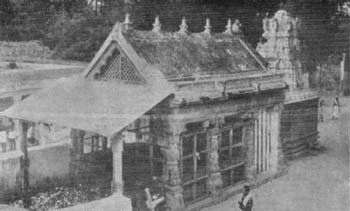 Thūndukai Vināyaka Kovil in the 1940's
