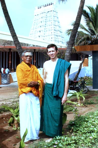 Devasthanam Public Relations Officer Mr. R. Ganapathy (Peshkar) with Tiruchendur.org Webmaster Patrick Harrigan
